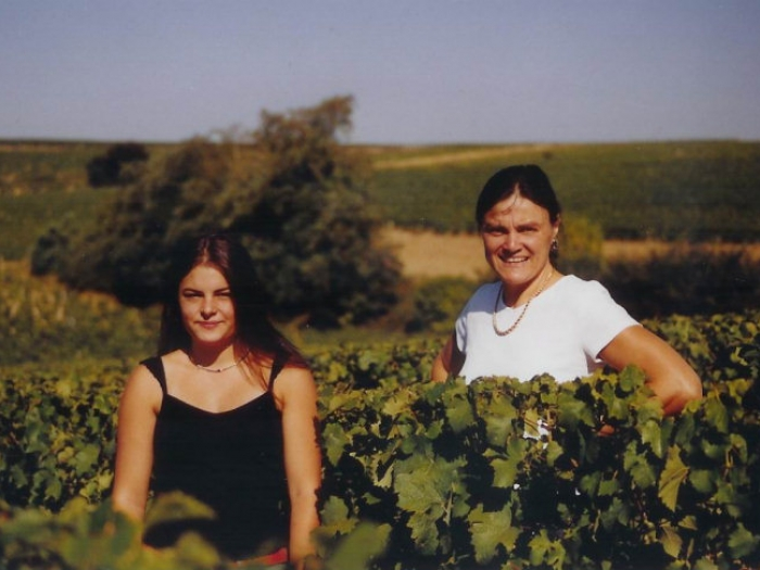 Annick Tinel-Blondelet and her daughter amongst their Sauvignon Blanc vines...